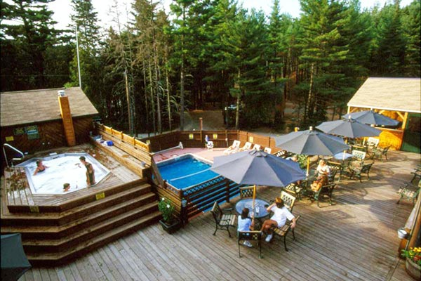 Maine Adventure Resort with swimming pool and hot tub
